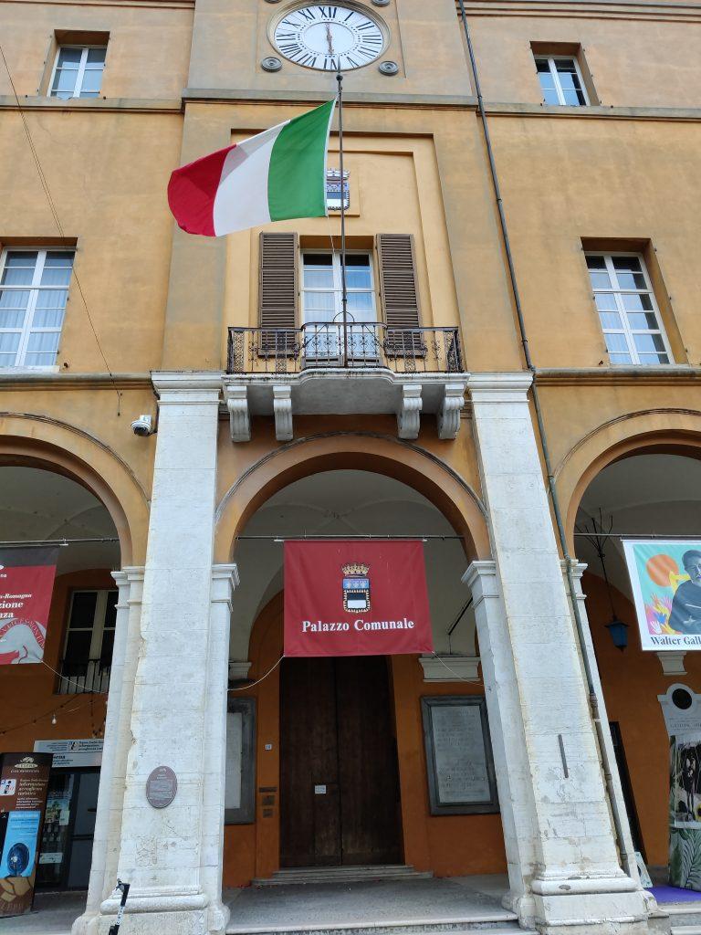 Il loggiato del Comune di Cesena medaglia d'argento al valor militare